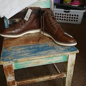 Mens lace up boot.